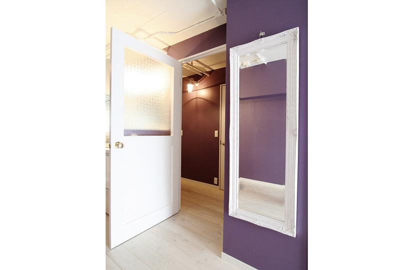 Flora レトロガラス×白い床|東京都リノベーションをリーズナブルに|nu【エヌユー】|東京都