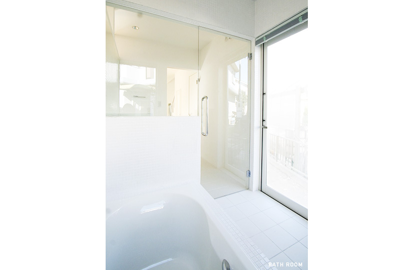 一番風呂 青じゅうたん×家族キッチン|東京都リノベーションをリーズナブルに|nu【エヌユー】|東京都