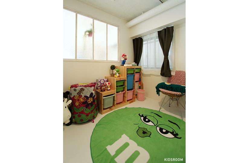 本棚 × ダークグリーン