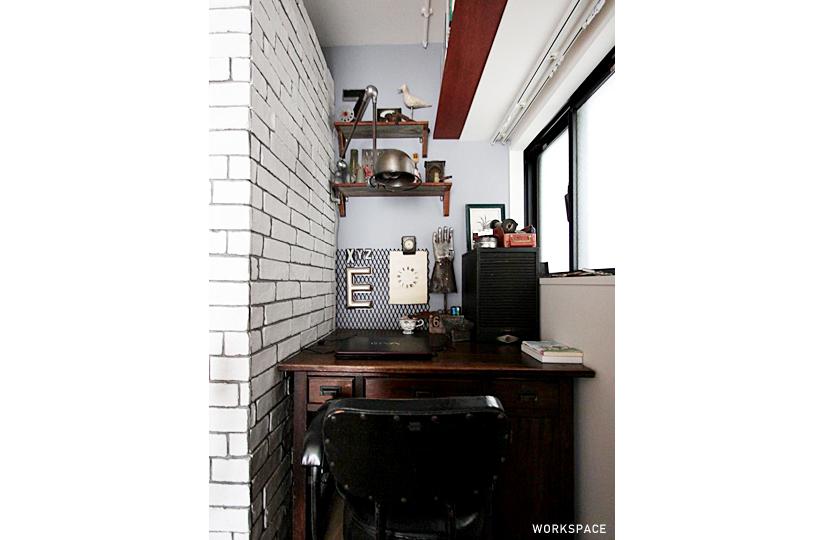 小窓 × 白ブリック