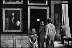 elliott_erwitt_the_castle_de_versailles_640x480